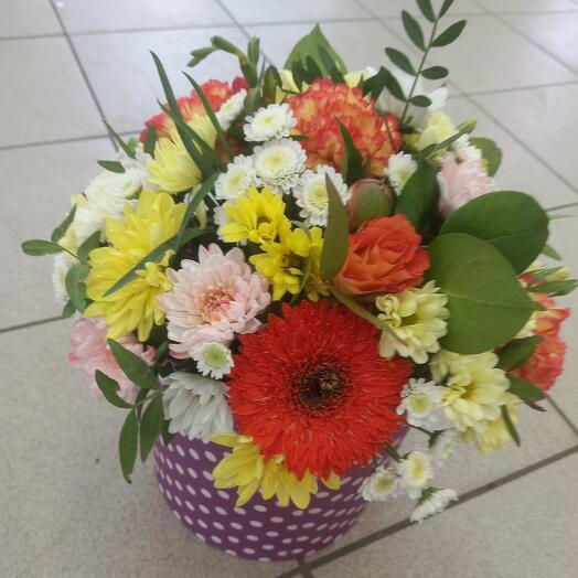 Цветы в коробке яркая
