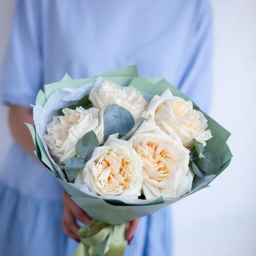 "Monobucket of peony-shaped roses "" Monica"""