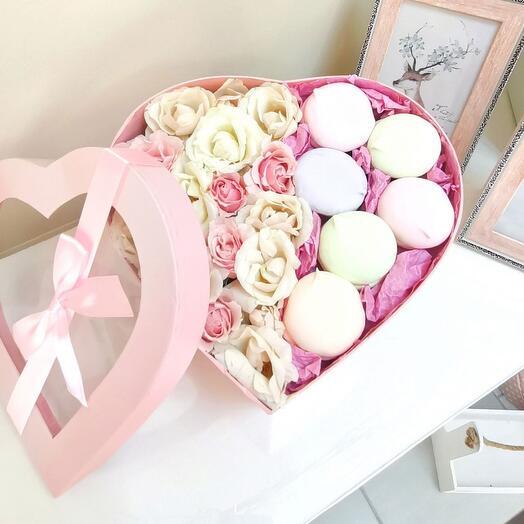 Цветы в коробке с французским зефиром