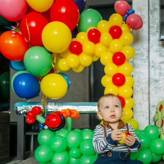 Цифра из шаров и букет шаров