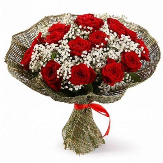 Букет красных роз в сетке