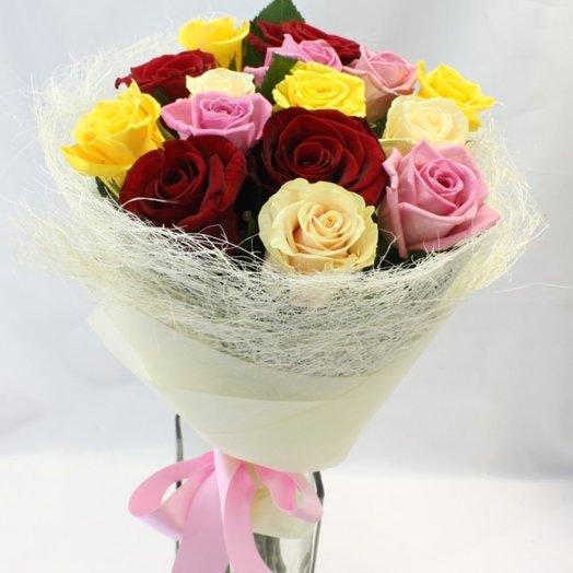 15 разноцветных роз