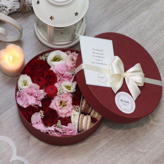 Цветы и макаруны M (20 см) 0158: букеты цветов на заказ Flowwow