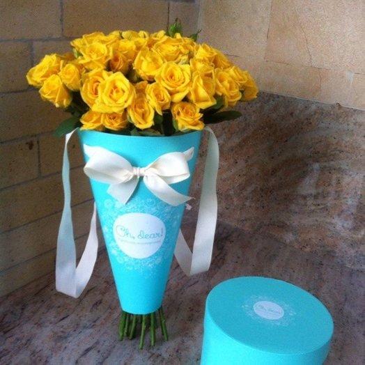 Монобукет из желтых кустовых роз в конверте: букеты цветов на заказ Flowwow