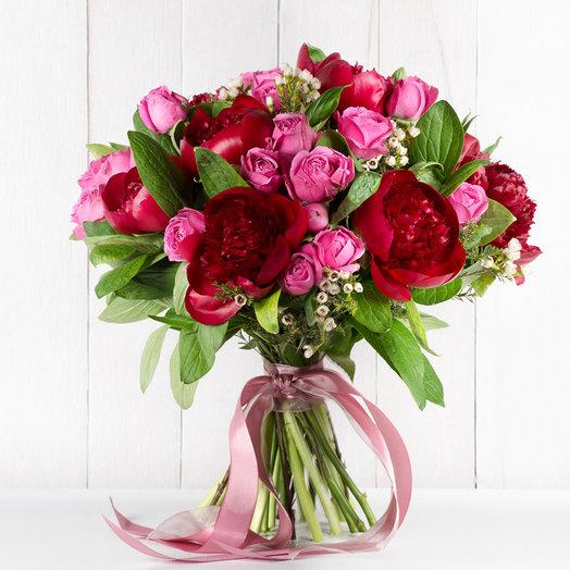 Букет пионов и кустовых роз: букеты цветов на заказ Flowwow