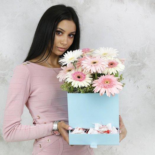 Композиция из гербер и зелени в шляпной коробке: букеты цветов на заказ Flowwow