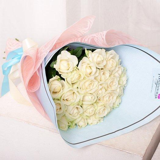 25 белых роз 50-60 см (Россия) в упаковке