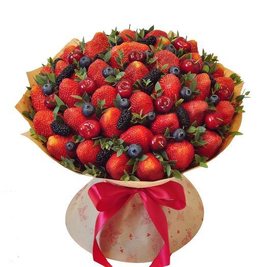 Клубничный букет 11: букеты цветов на заказ Flowwow