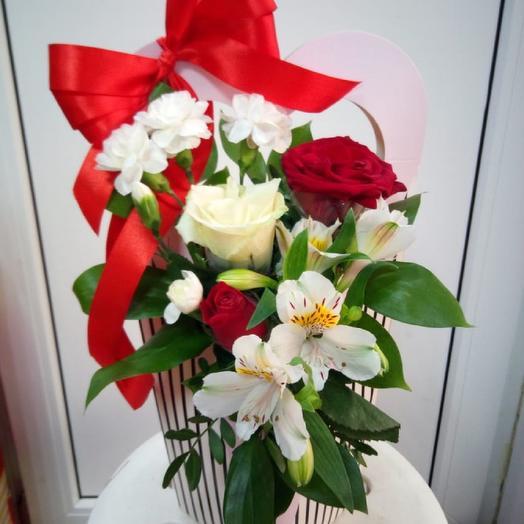 В коробке с бантиком): букеты цветов на заказ Flowwow