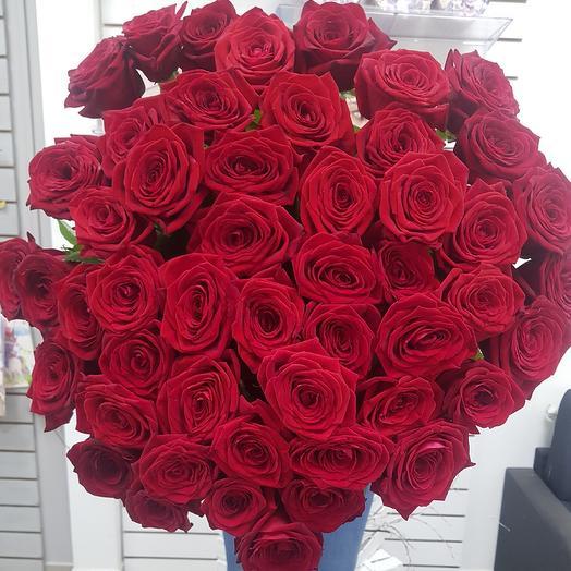 Классические красные розы: букеты цветов на заказ Flowwow