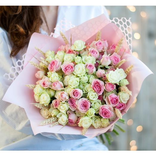 Нежный букет из кустовых роз: букеты цветов на заказ Flowwow