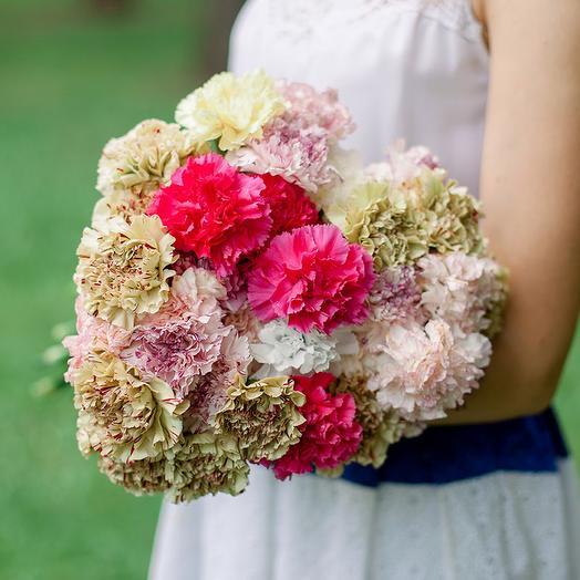 Букет из 35 разноцветных гвоздик: букеты цветов на заказ Flowwow