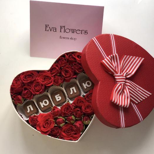 Коробочка роз с шоколадными буквами: букеты цветов на заказ Flowwow