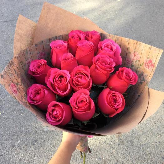 15 роз Эквадор в крафт бумаге