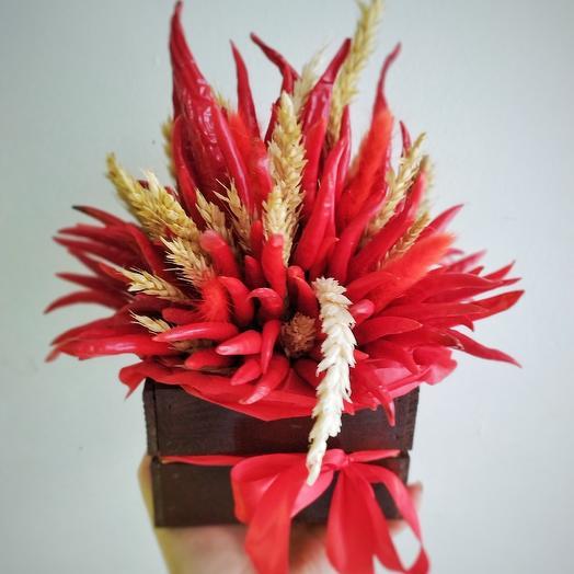 Ящик с красным перцем