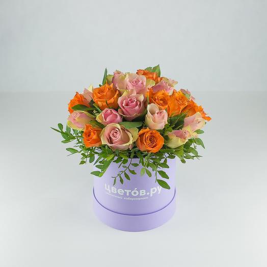 Коробка с кенийскими розами: букеты цветов на заказ Flowwow