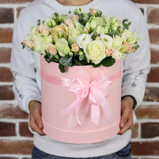 Авторская шляпная коробка из роз и эустомы. N863