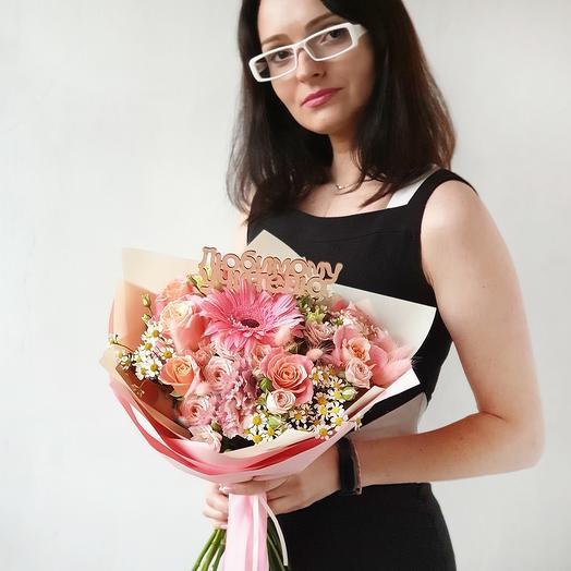 Прекрасный букет из роз, гербер на 1 сентября
