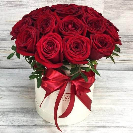 Красные розы в коробке (291)