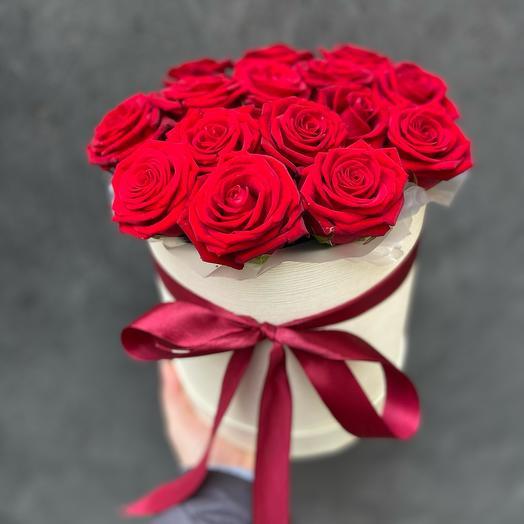 Цилиндр с красными розами