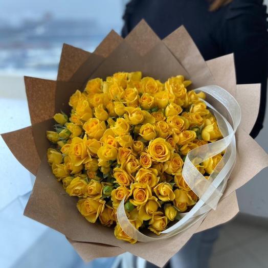 Кустовые жёлтые розы