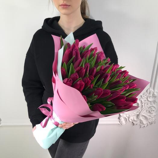 Букет из 51 Тюльпана(коробка конфет в подарок, условие в описании)
