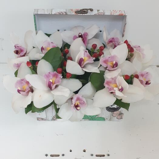 Сундучек с орхидеей