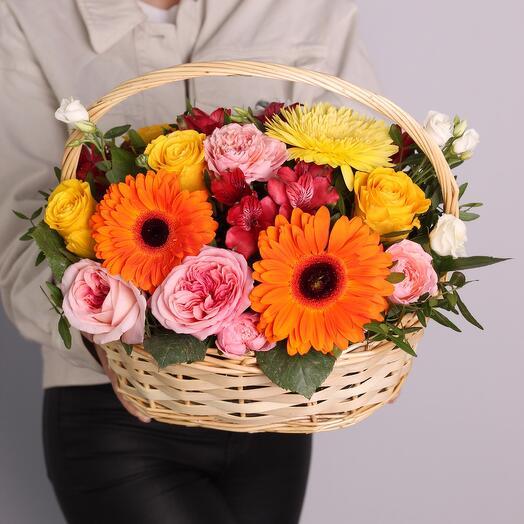 Корзина с цветами «Солнечные краски»