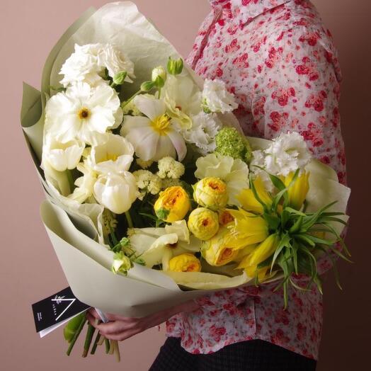 Букет с тюльпанами и фритиллярией