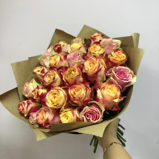 25 роз в крафте