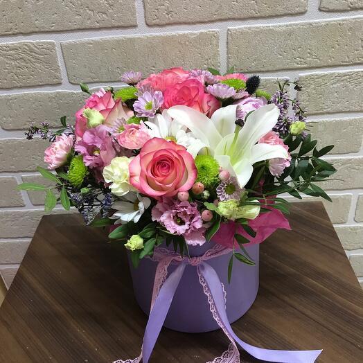 Цветы в коробке с пионом