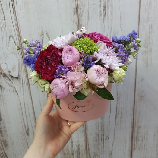 Цветы в коробке с мини-пионами