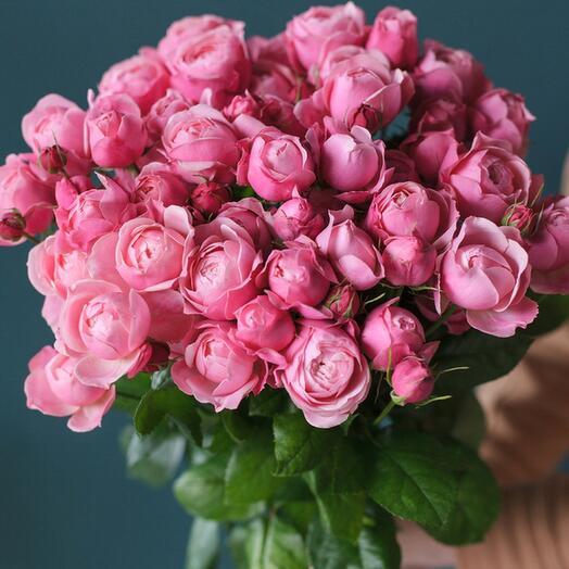 17. Букет из пионовидной кустовой Розы