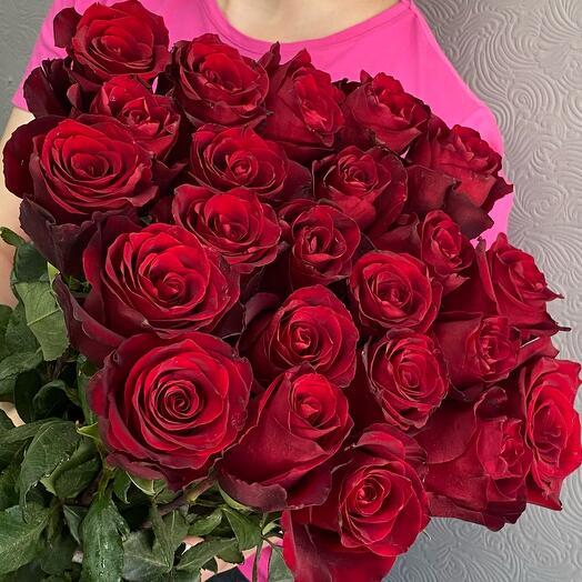 Букет из алых роз, 23 шт