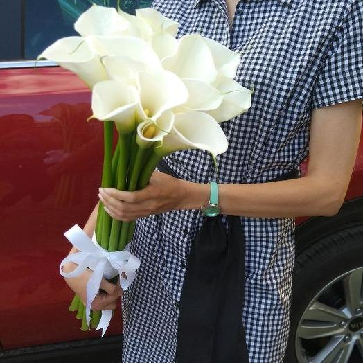 Букет из 15 белых калл: букеты цветов на заказ Flowwow
