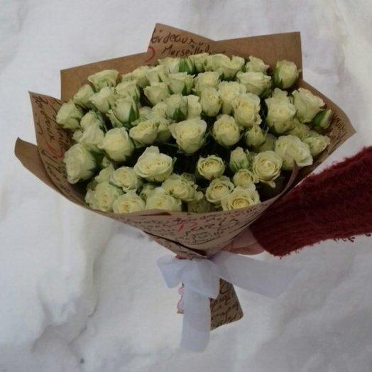 29 белых кустовых роз