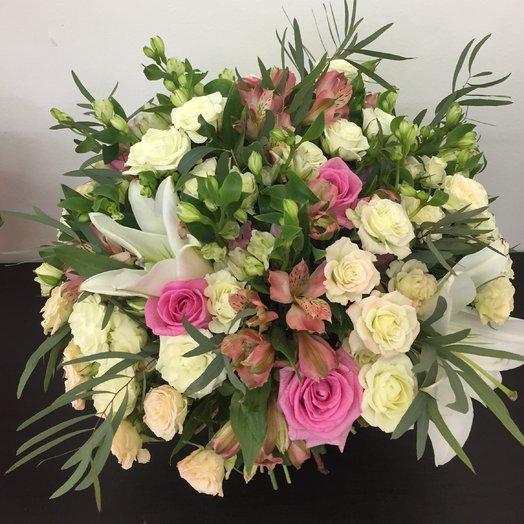 Букет с кустовыми розами : букеты цветов на заказ Flowwow
