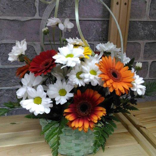Корзинка из хризантем и гербер: букеты цветов на заказ Flowwow