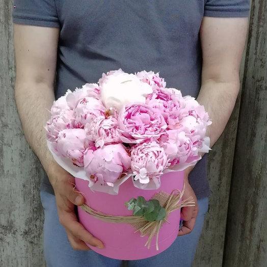 19 пионов в розовой коробке: букеты цветов на заказ Flowwow