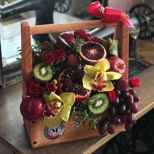 Фруктовый ящик: букеты цветов на заказ Flowwow