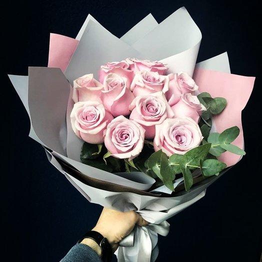 Пудровые розы с эвкалиптом: букеты цветов на заказ Flowwow