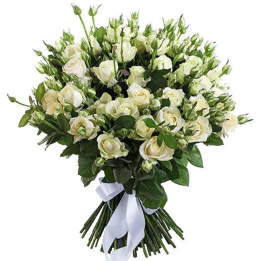 Букет кустовой розы белой: букеты цветов на заказ Flowwow