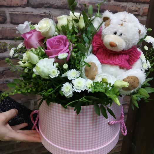 Цветы и игрушка