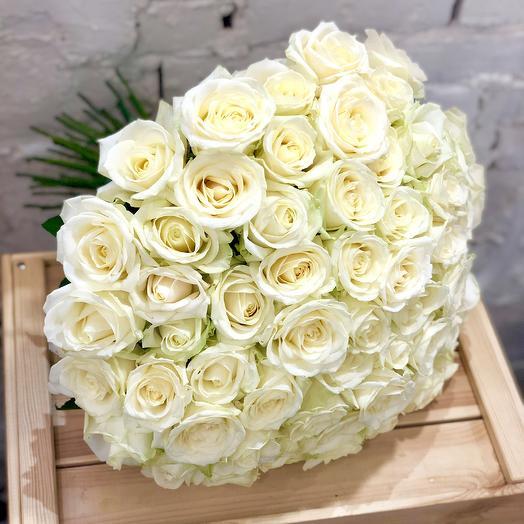 51 белая роза Аваланж: букеты цветов на заказ Flowwow