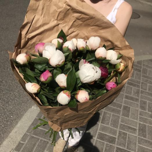 Пионовый микс по супер цене: букеты цветов на заказ Flowwow