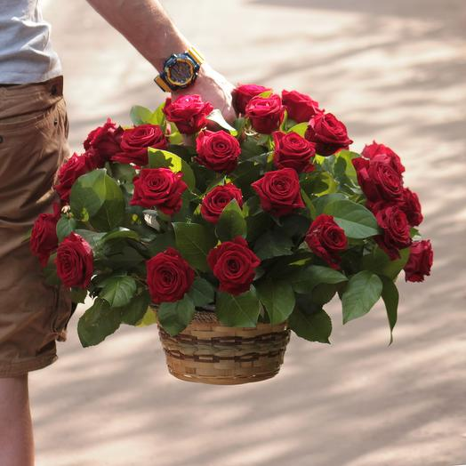 41 красная роза в корзине: букеты цветов на заказ Flowwow