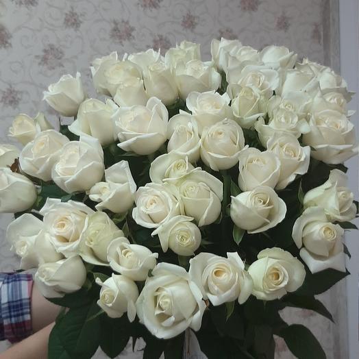 Белое облако из 39 белых роз