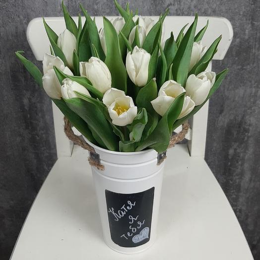 Именное послание с белыми тюльпанами