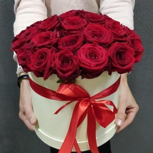 Розы в шляпой коробке