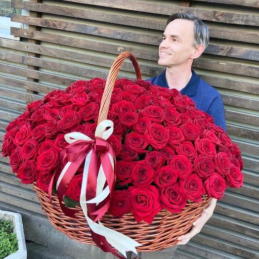 201 бордовая роза в корзине